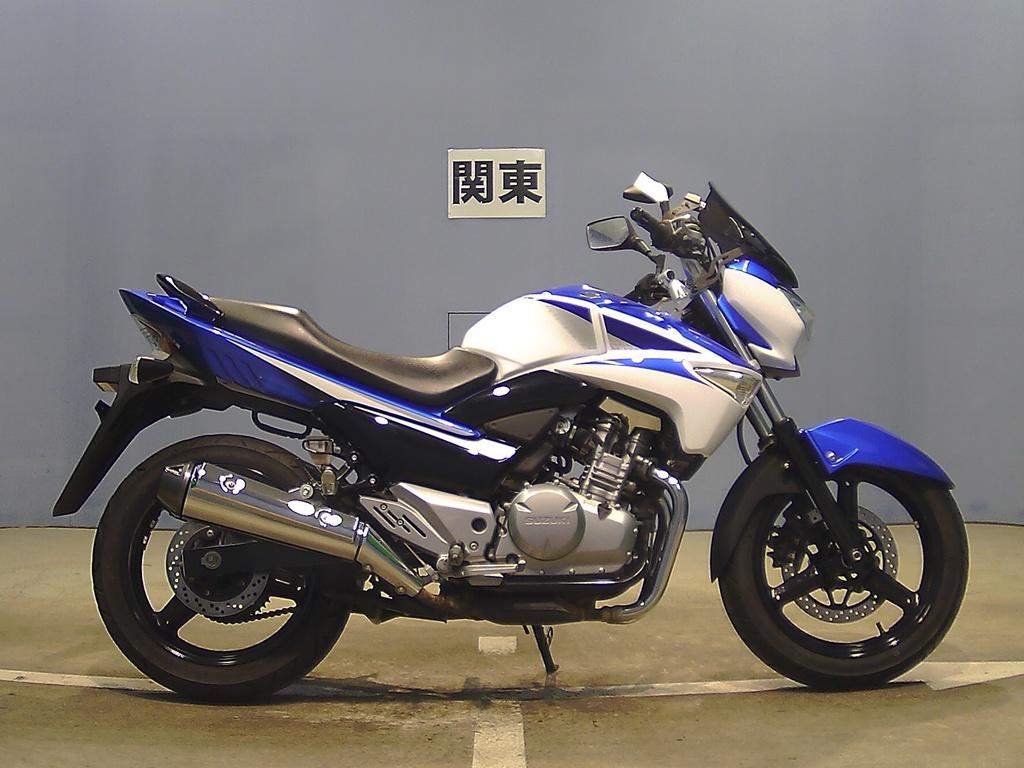 Suzuki GSR250